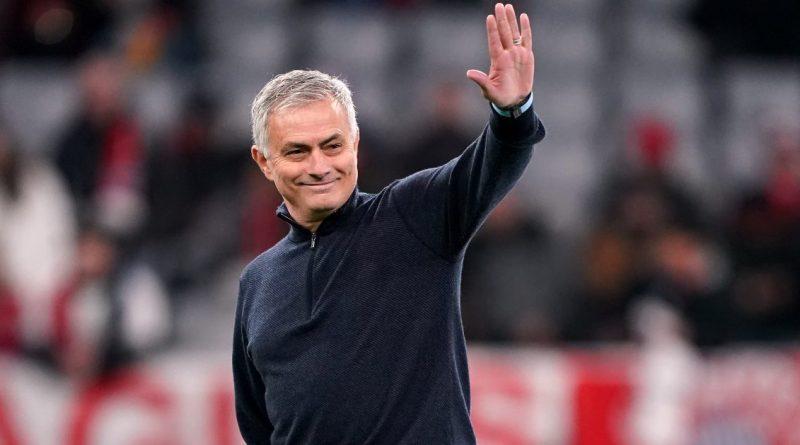 Tottenham shkarkon Jose Mourinho-n