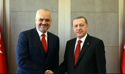 "Erdogan thirrje shqiptarve: ""Votoni mikun tim Edi Rama"""
