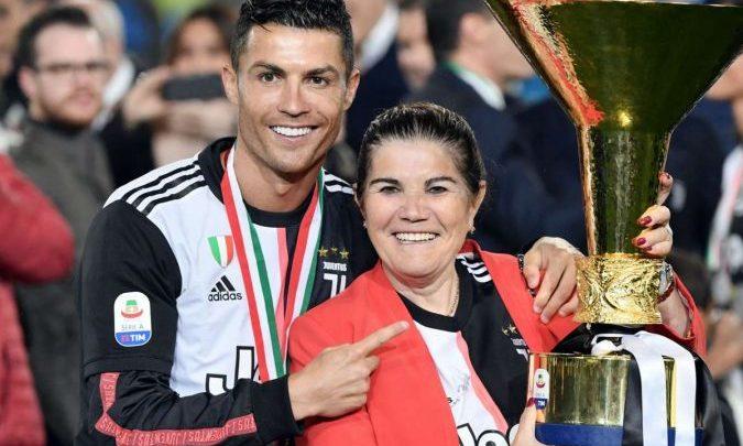 E bujshme/ Ronaldo mund të kthehet aty ku e nisi. Flet nëna e tij futet në mes: Do flas me të që ta bind